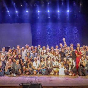 Expresso Paraíso é premiada com o Açorianos de Teatro 2019 em 2 categorias: Melhor Iluminação para Lu Tondo e Melhor Trilha Sonora para Caio Amon.